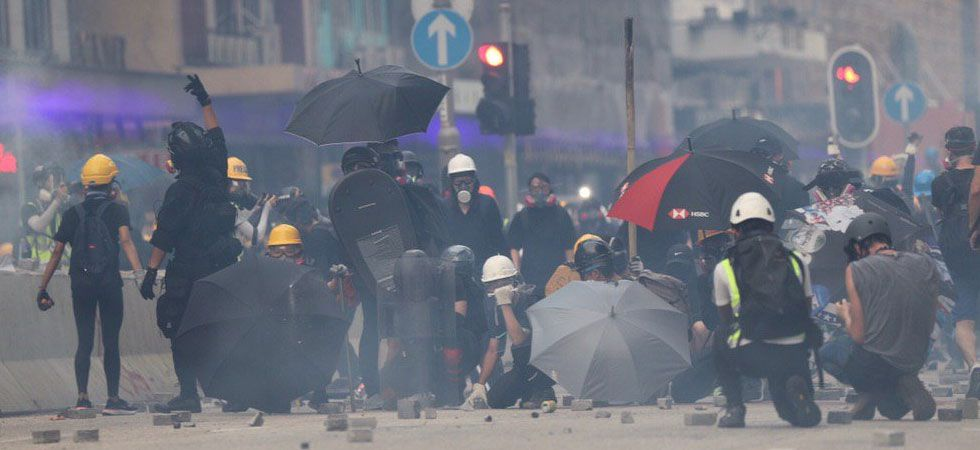 Hong Kong riot police fired tear gas and baton-charged protesters (Photo: Twitter/@HongKongFP)