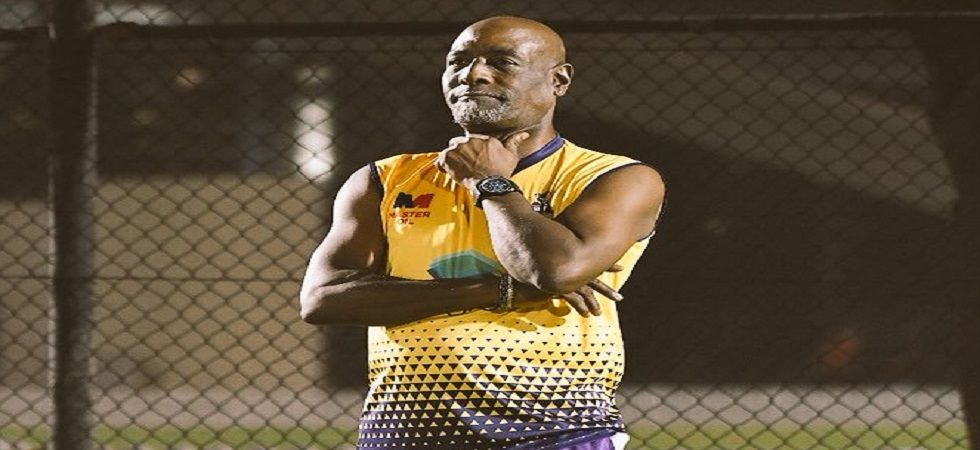 Sir Viv Richards left the ground with the help of two volunteers and the details of his medical condition are still awaited. (Image credit: Twitter)