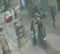 WATCH | Mother-Daughter Duo Nabs Chain-Snatcher In Delhi, Video Goes Viral
