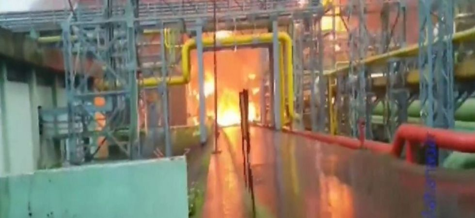 7 people, including 5 workers and 2 firemen are reported dead in the fire.