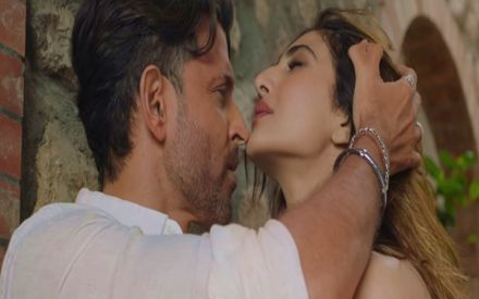 War's First Song Ghungroo OUT! Hrithik-Vaani Sizzle Amidst