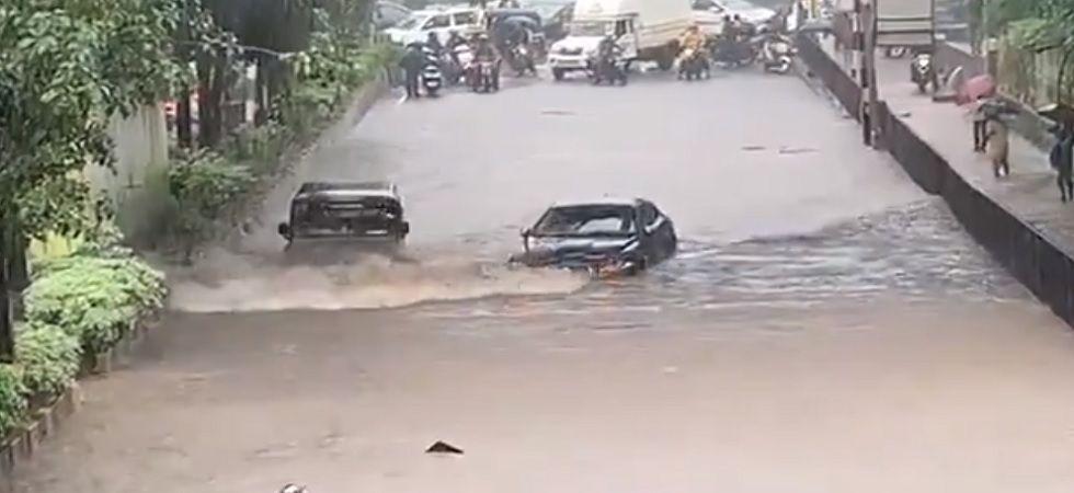 WATCH: When Mahindra Bolero Beats Jaguar Sedan On Mumbai Streets (Twitter)