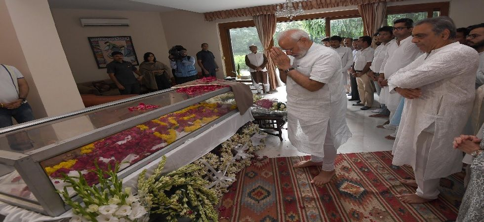 PM Modi also met the jurist's family members and consoled them (Photo: Twitter)