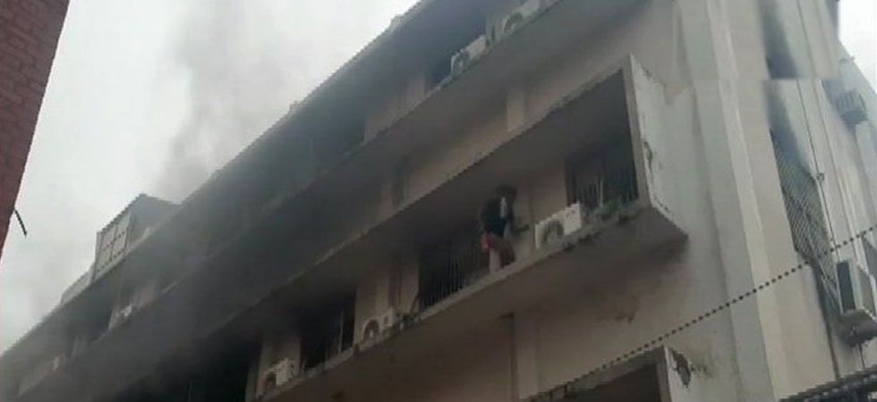 Fire at paediatric ward of SSG Hospital in Gujarat (Photo Source: ANI)