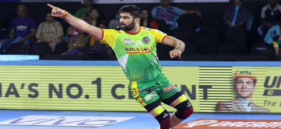 Pardeep Narwal has breached the 1,000 raid points mark to earn the epithet 'record-breaker' in the current Pro Kabaddi League season. (Image credit: Twitter)