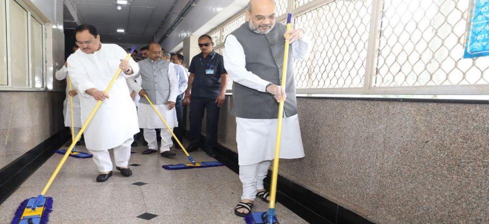 Amit Shah, JP Nadda mop floor at Delhi AIIMS as part of 'Seva Saptah' to celebrate PM Modi's birthday (Photo Source: Twitter - @amitshah)