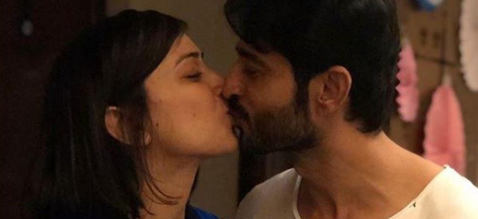 Hiten Tejwani Greets Wife Gauri Pradhan With Kiss On Her Birthday (Pic courtesy: Instagram)