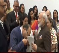PM Modi Meets Kashmiri Pandits In Houston, Assures Of 'Building New Kashmir'
