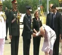 Watch: PM Modi's 'Swachh America' Gesture Wins Hearts, Leaves Officials Stunned In Houston