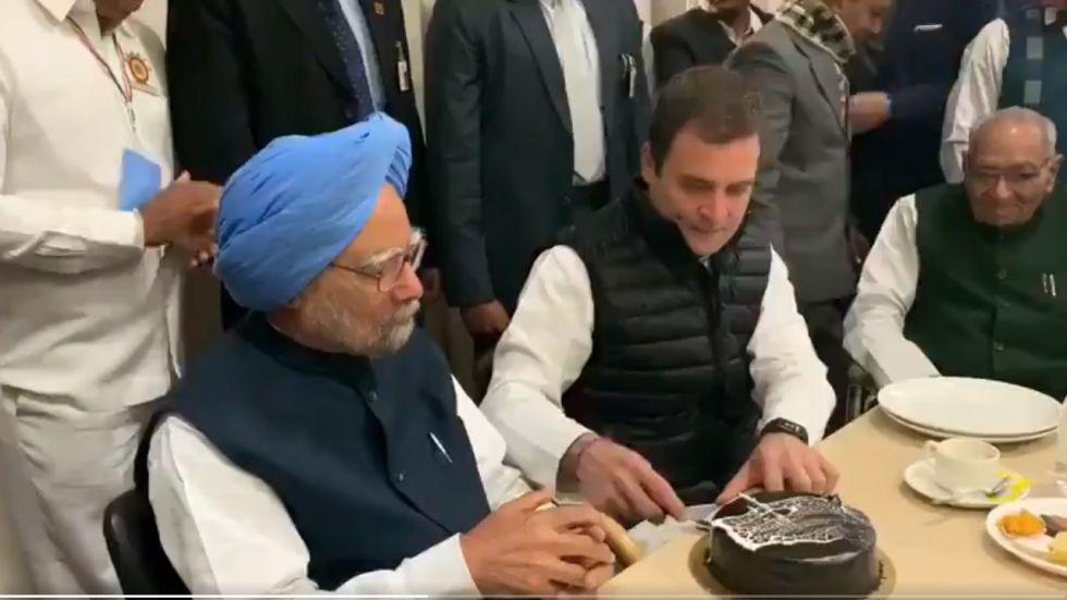 Rahul Gandhi with Dr Manmohan Singh at Congress headquarters (Screenshot)