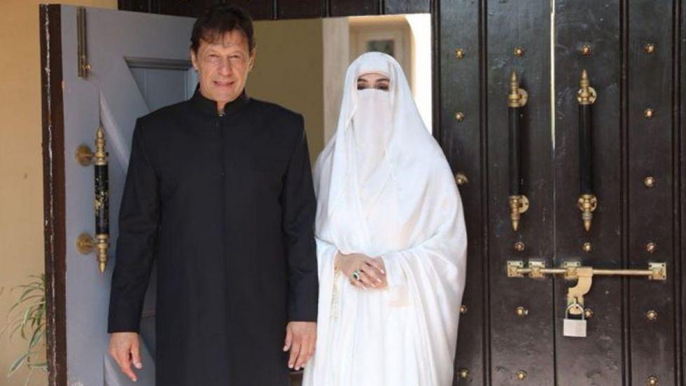 Prime Minister Imran Khan and his wife Bushra Bibi | @PTIofficial/Twitter