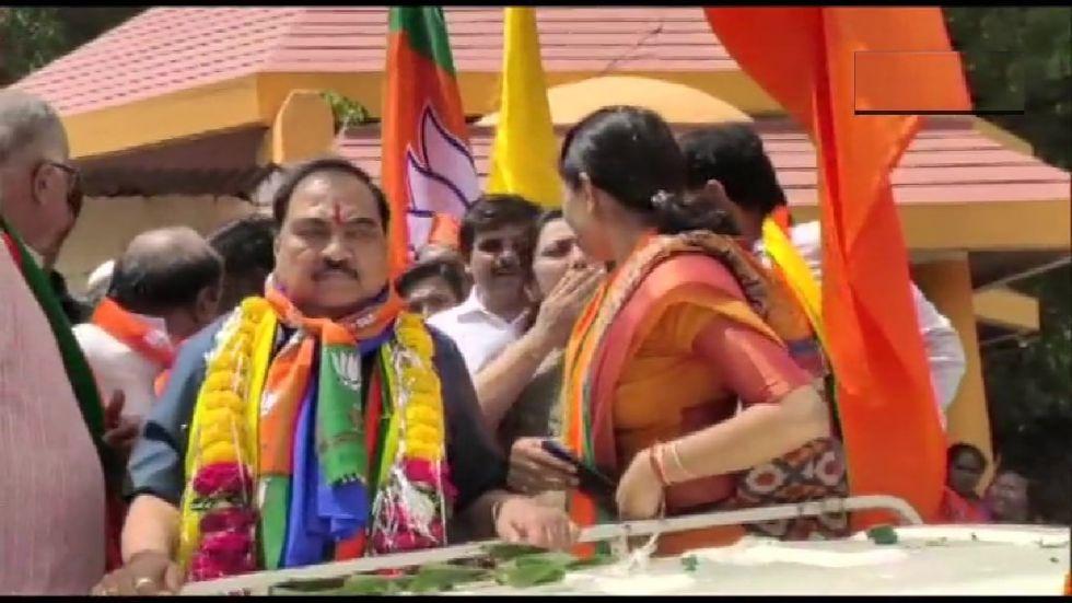 Eknath Khadse on way to file his nomination. (Photo ANI)