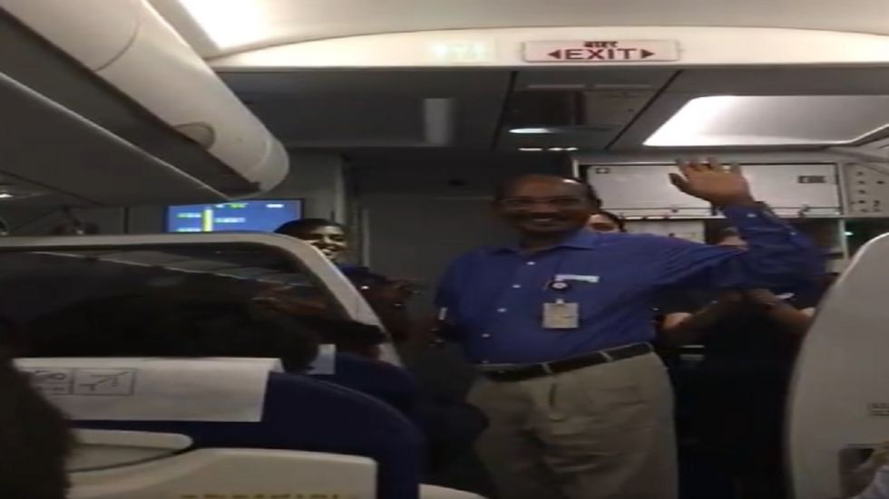 K Sivan also got a round of applause from the passengers seated in the plane.