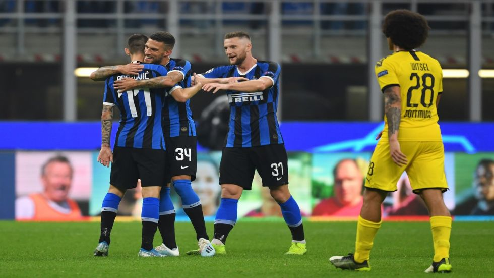 Inter Milan have kept their hopes of qualifying for the UEFA Champions League in a tough group that has Borussia Dortmund and FC Barcelona.