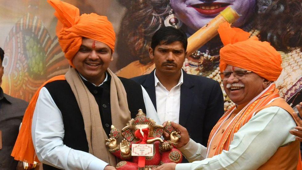 Maharashtra CM Devendra Fadnavis and his Haryana counterpart Manohar Lal Khattar.