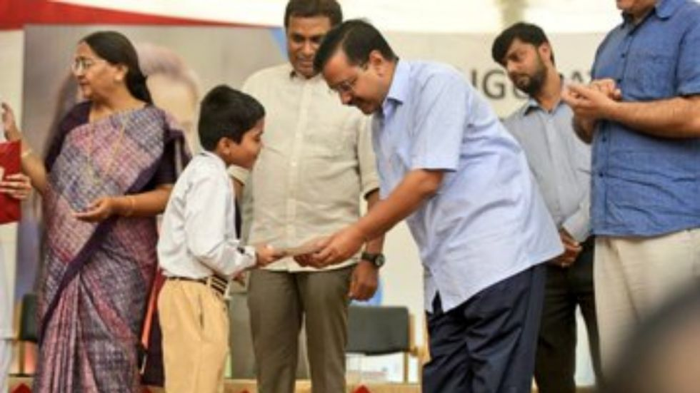 'Delhi turns into gas chamber': Arvind Kejriwal distributes anti-pollution masks to students as AQI breaches emergency levels
