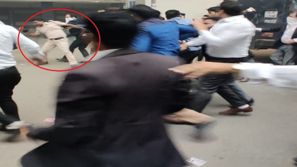 Lawyers alleged that four of their colleagues were injured, including one in police firing.