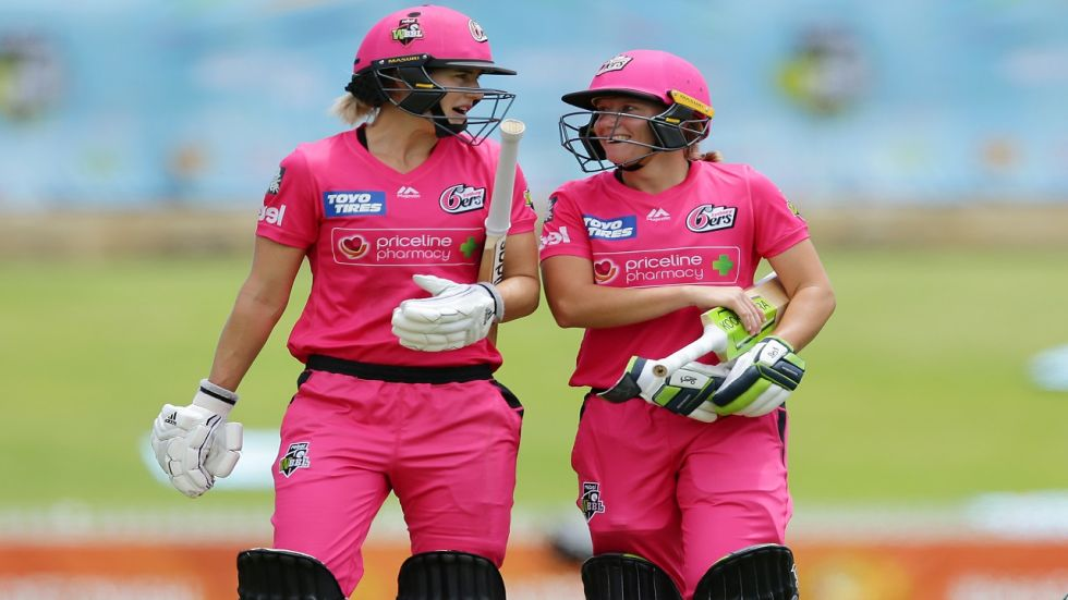 Alyssa Healy and Ellyse Perry's 199-run, unbeaten opening stand is a new record partnership in the Women's Big Bash League.