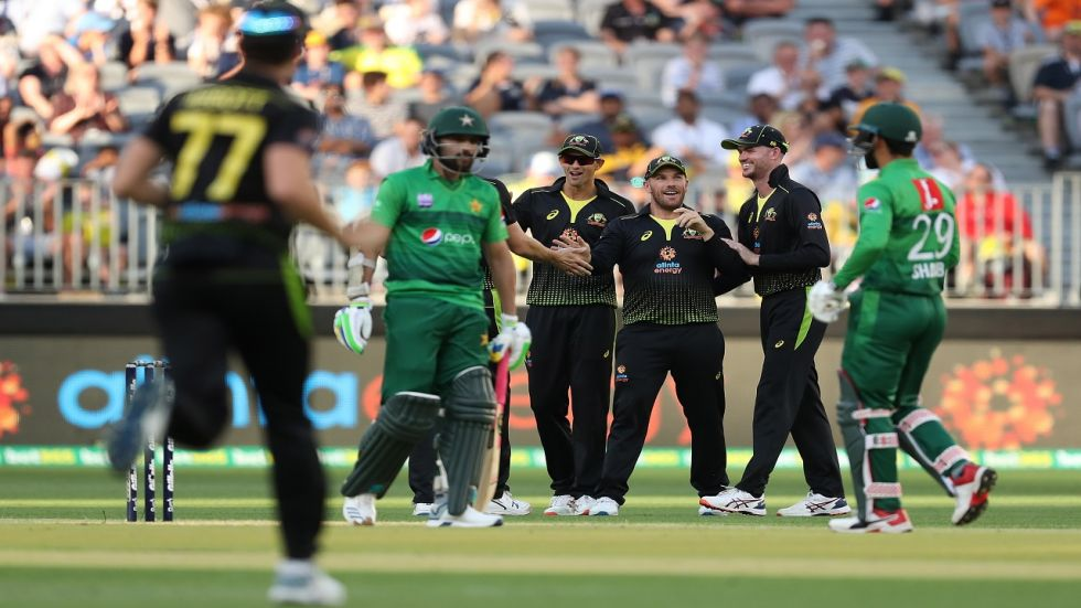 Mohammad Hasnain played out nine dot balls in the death overs as Pakistan managed to score just 106/8 against Australia in the third and final Twenty20 International at the New Perth stadium.