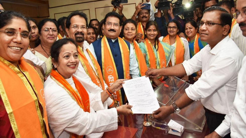 Shiv Sena nominee Kishori Pednekar filed her nomination papers for the November 22 mayoral poll on Monday.