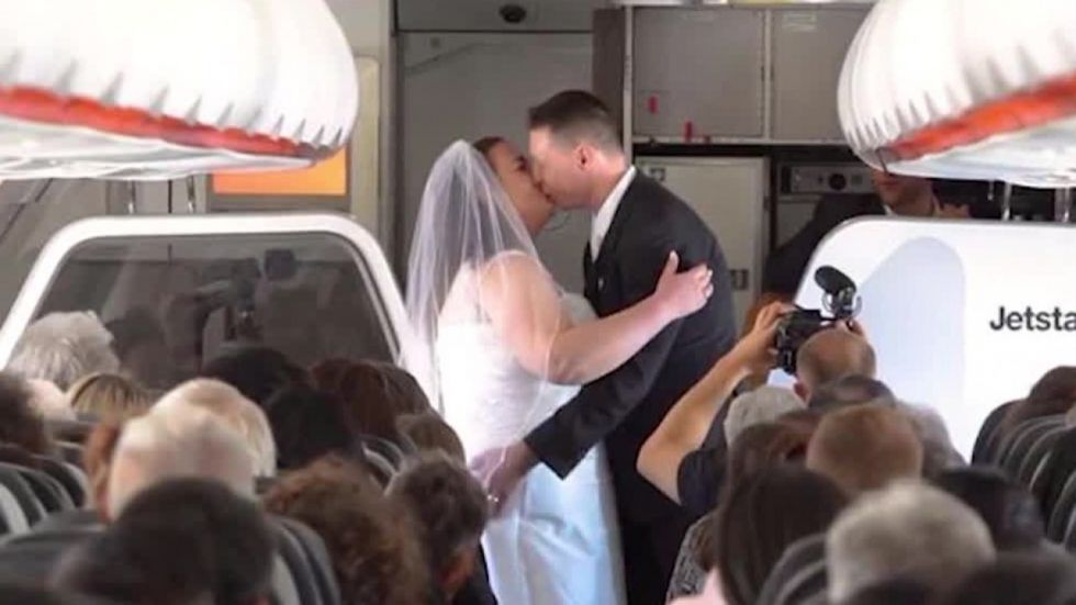 Love Is in Air! New Zealand Woman And Australian Man Exchange Vows 34,000 Feet
