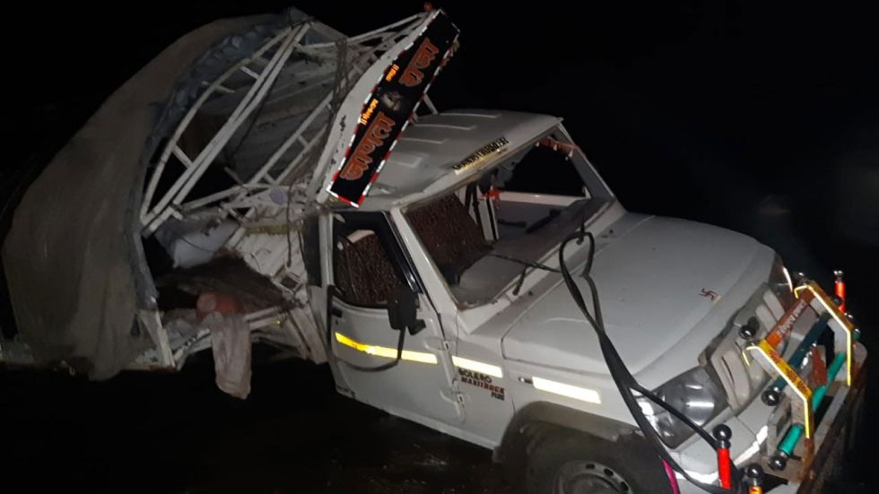 The accident took place on the Dhule-Solapur Road.