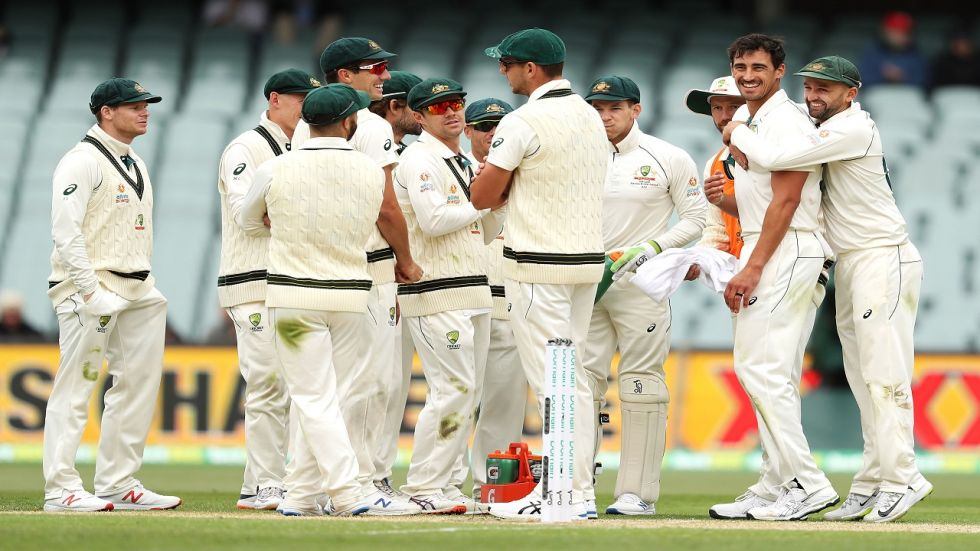 Mitchell Starc took six wickets in the first innings and got the wicket of Azhar Ali as Australia closed in on a win in the Adelaide Test against Pakistan.