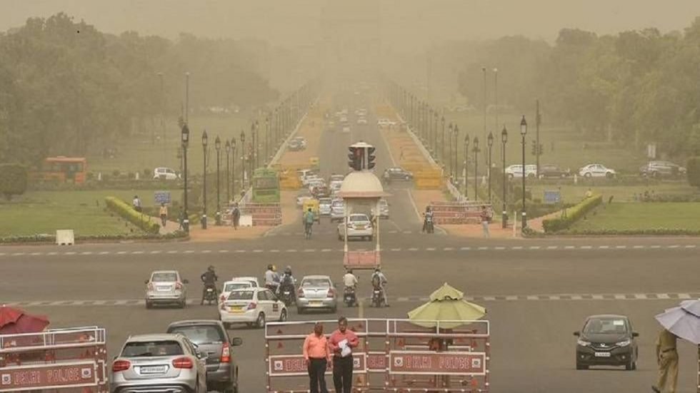 Mercury plummeted in the national capital on Sunday as the minimum temperature settled at 9.4 degrees Celsius.