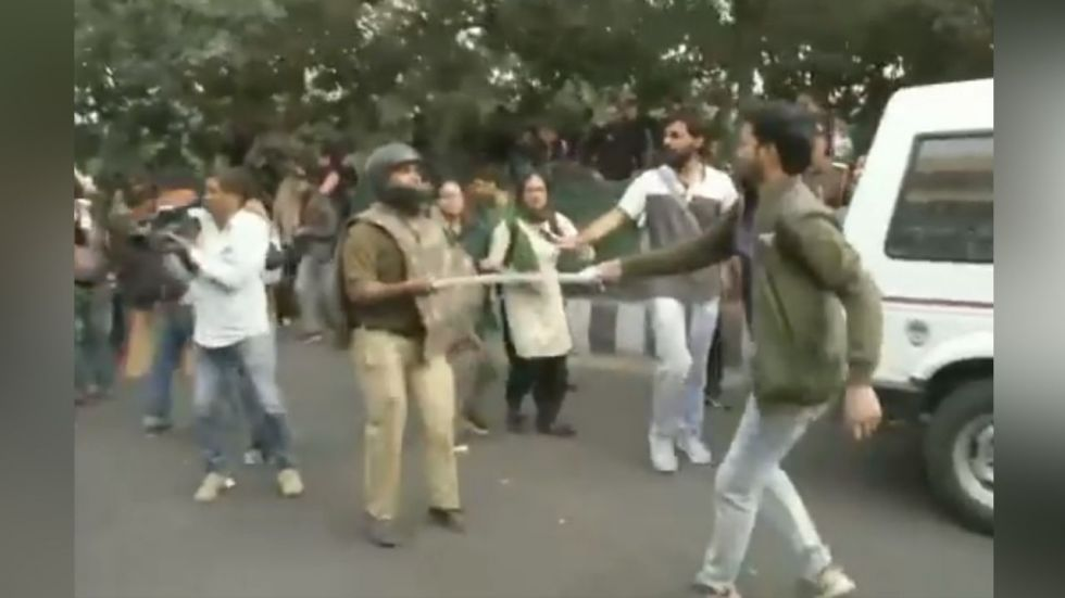 JNU students lathicharged by Delhi Police during protest against fee hike