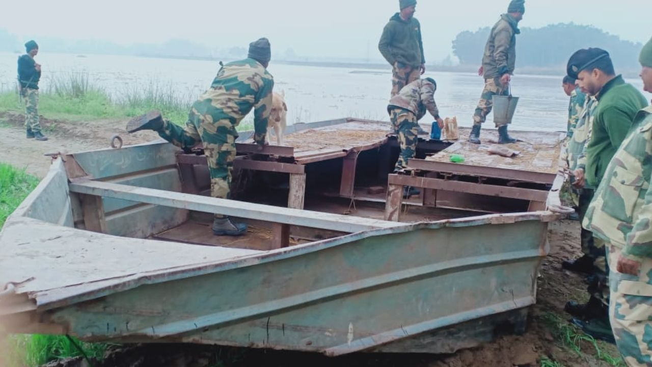 BSF Seizes Abandoned Pakistani Boat From Ravi River In Punjab