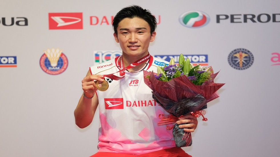 Kento Momota suffered a broken nose and cuts to his face when the van carrying him to the city's airport crashed early in the morning, in a blow to his preparations for this year's Tokyo Olympics.