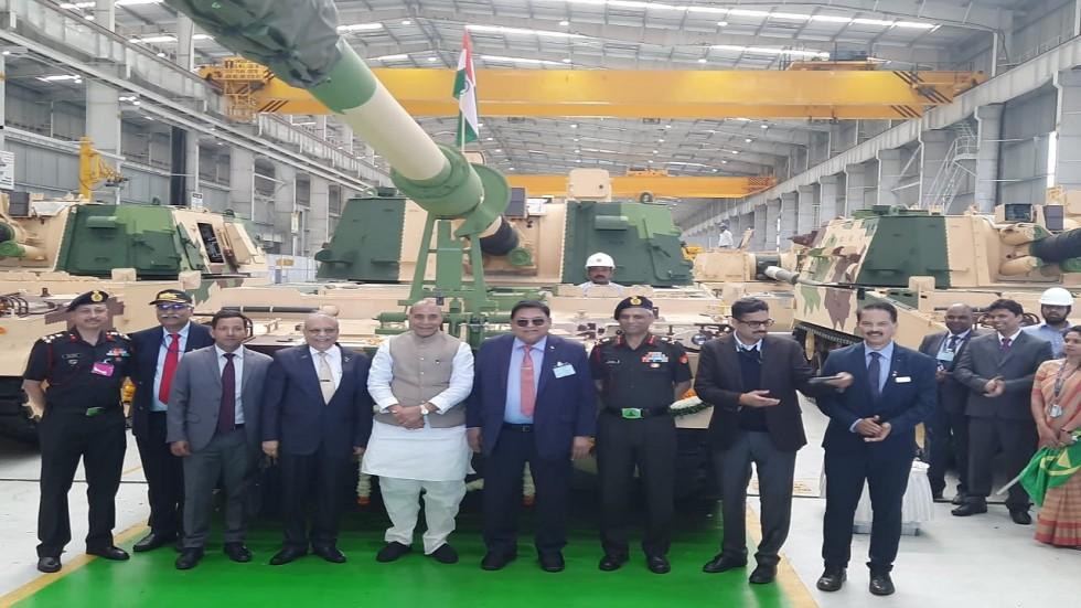 Rajnath Singh also put 'tilak' and drew the auspicious 'swastik' symbol with kumkum on the new artillery.