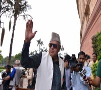 Farooq Abdullah neither detained, nor arrested, he is wilfully staying at his own home: Shah