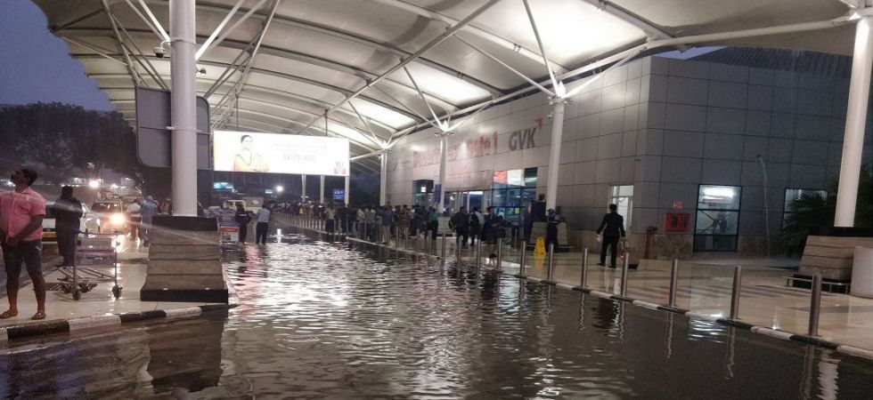 Waterlogging at Mumbai airport (Photo Source: Twitter)