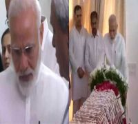 Grief-stricken, PM Modi pays teary tribute to Sushma Swaraj, consoles her daughter Bansuri