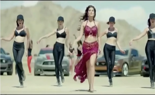 First look: Sunny Leone set temperature soaring in Raees' 'Laila main Laila'