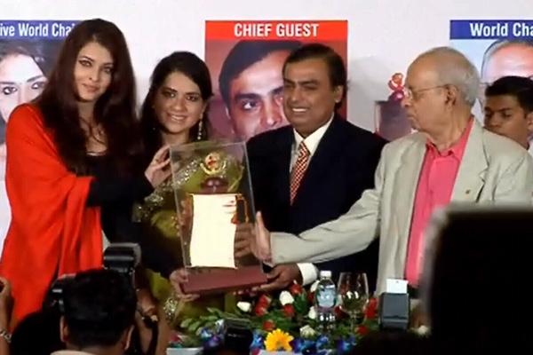 Aishwarya Rai Bachchan, Sonu Nigam honoured with Giants award