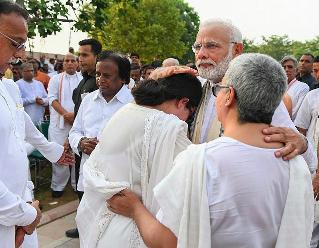 From President Ram Nath Kovind to PM Narendra Modi Congress president Rahul Gandhi leaders mourn as Atal Bihari Vajpayee laid to rest at Smriti Sthal