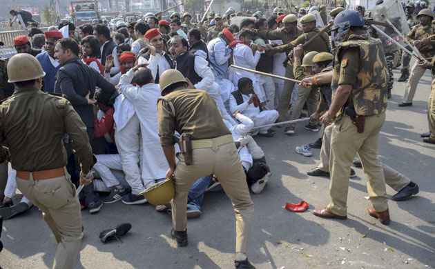Samajwadi Party MP, workers inured in clash with police