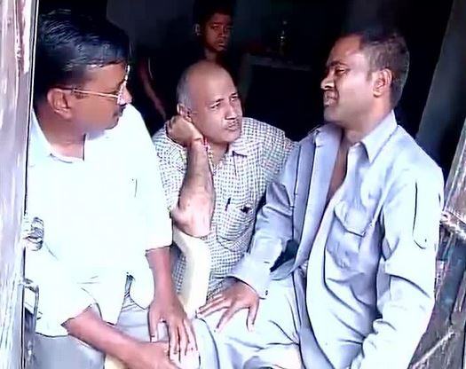 Kejriwal's Gandhigiri! Offers flowers to man who slapped him