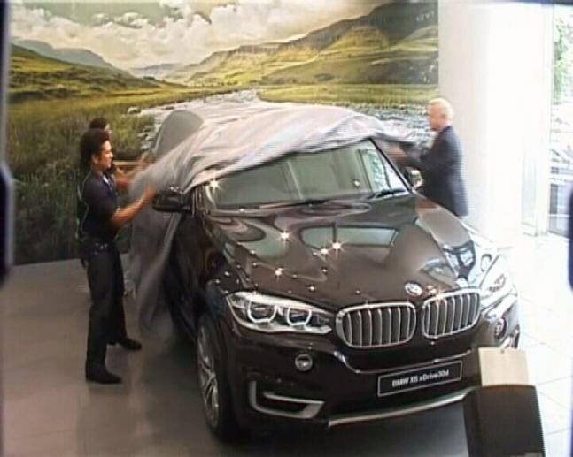 Sachin Tendulkar launches BMW X5 in India