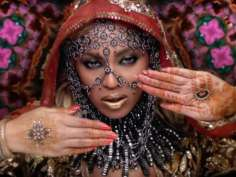 Beyonce as Bollywood 'Rani' is beautiful in Coldplay!