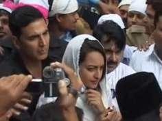 Akshay, Sonakshi pray for OUATIMD at Ajmer Sharif