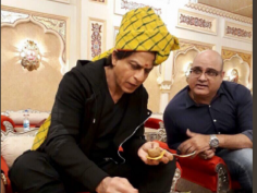 Shah Rukh Khan in never seen avatar of tourist guide in Jab Harry Met Sejal shares pictures of his Rajasthan tour on Twitter