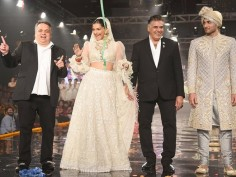 A sizzling Sonam kapoor at Wedding of the Year fashion show, catch some glimpses of Abu Sandeep event