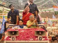 'Delhi girl' Priyanka Gandhi holds first roadshow in national capital