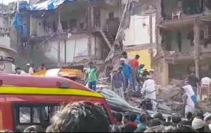 Mumbai: Building collapses near JJ Junction in Pakmodia street
