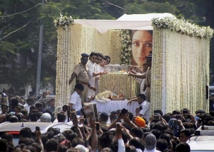 Farewell Sridevi : Bollywood's Chandni cremated at Vile Parle, Boney Kapoor performs last rites
