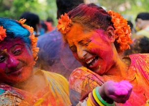 Happy Holi 2018: People get into celebratory mood with festival of colours