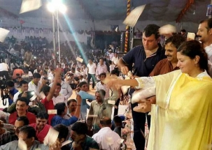 Rs 25-30 lakh showered in 5 minutes in the presence of BJP MP